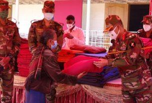 রাঙ্গামাটিতে শীর্তাত মানুষকে কম্বল দিল সেনাবাহিনী