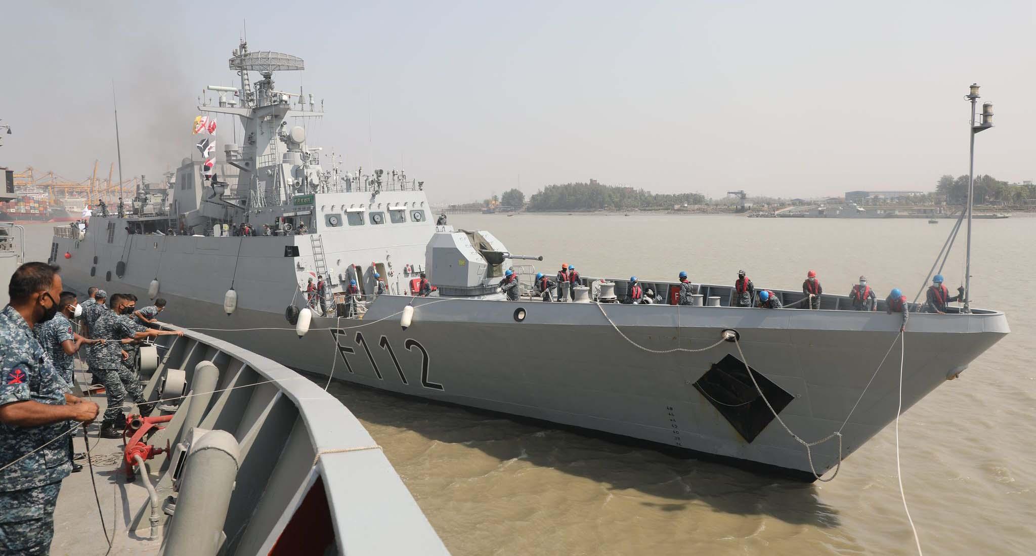 দেশে ফিরেছে নৌবাহিনীর যুদ্ধজাহাজ 'প্রত্যয়'