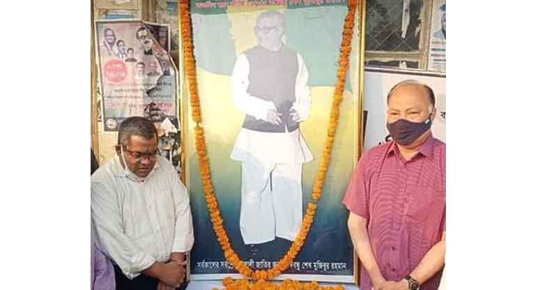 রাঙ্গামাটিতে বঙ্গবন্ধু'র প্রতিকৃতিতে আ'লীগের শ্রদ্ধা