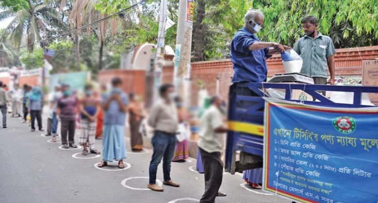 চট্টগ্রামে টিসিবির ৩০ ট্রাকে ৬ খাদ্যপণ্য