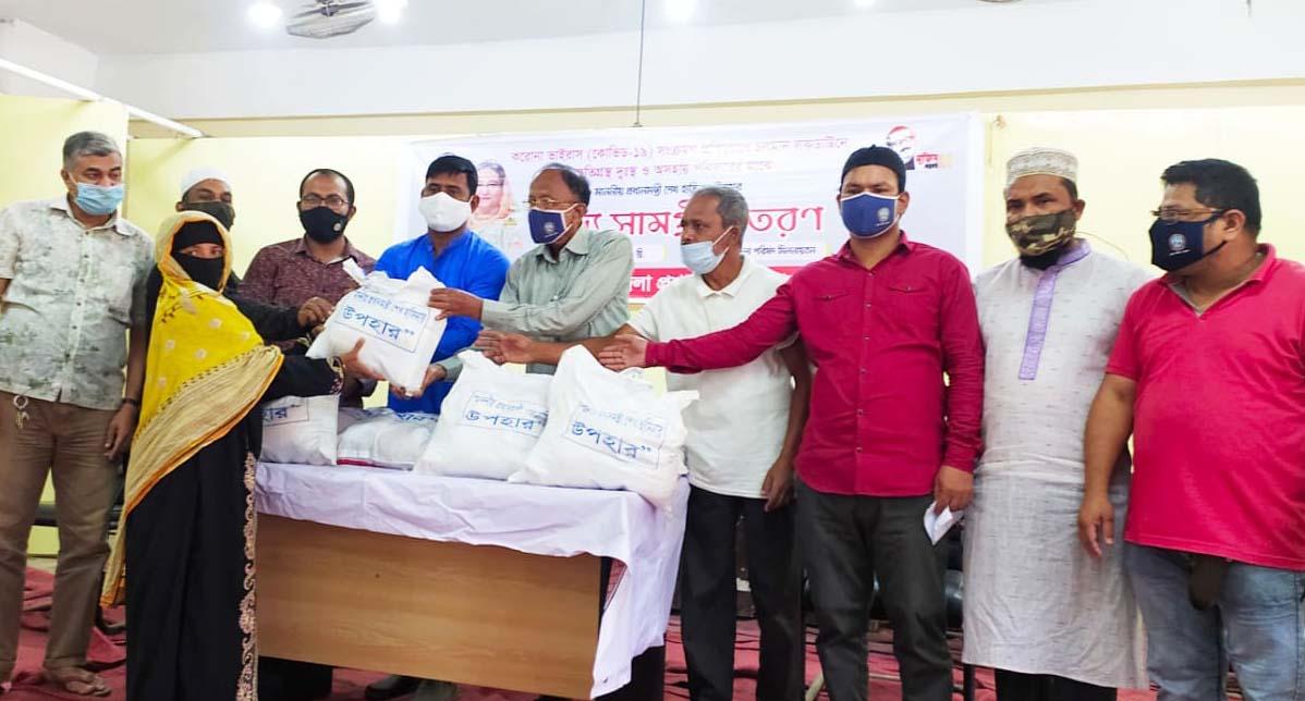 লোহাগাড়ায় ২০০ পরিবার পেলো প্রধানমন্ত্রীর উপহার