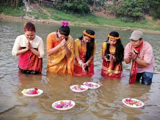 রাঙ্গামাটি তে সীমিত পরিসরে বিজু ফুলভাসানো উৎসব পালিত